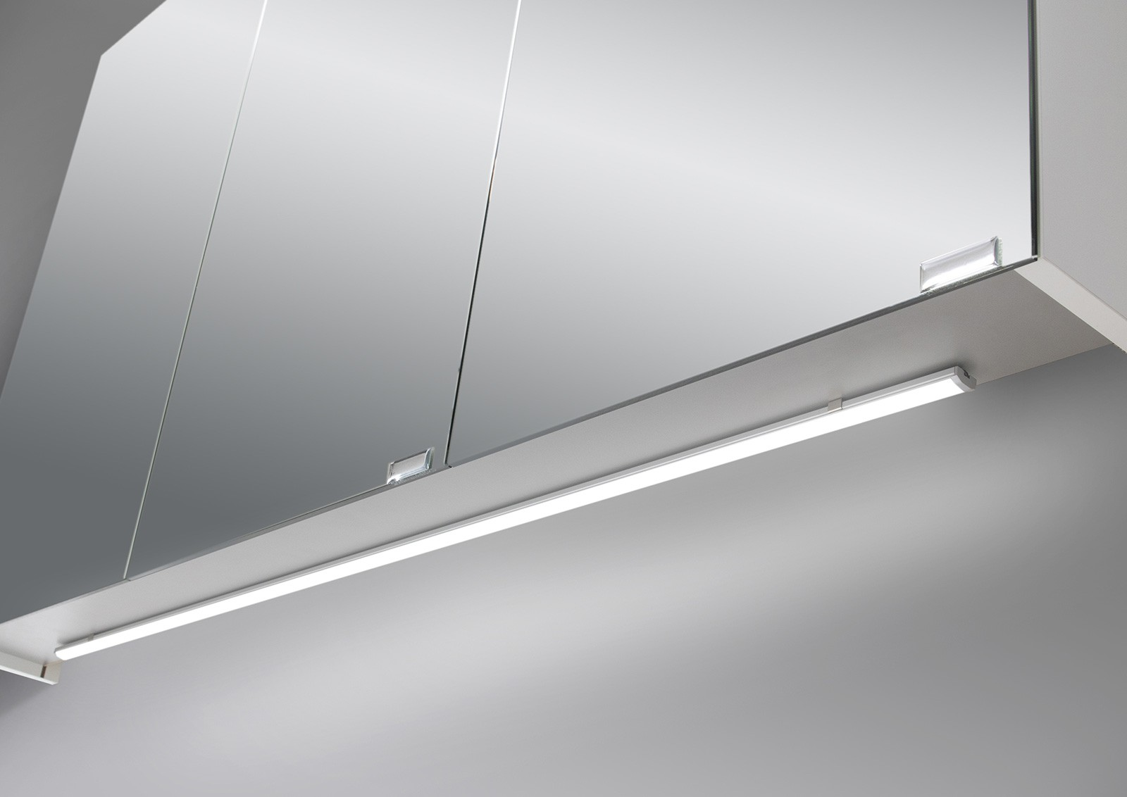 spiegelschrank bad 120 cm led beleuchtung mit farbwechsel doppelseitig verspiegelt 5207. Black Bedroom Furniture Sets. Home Design Ideas