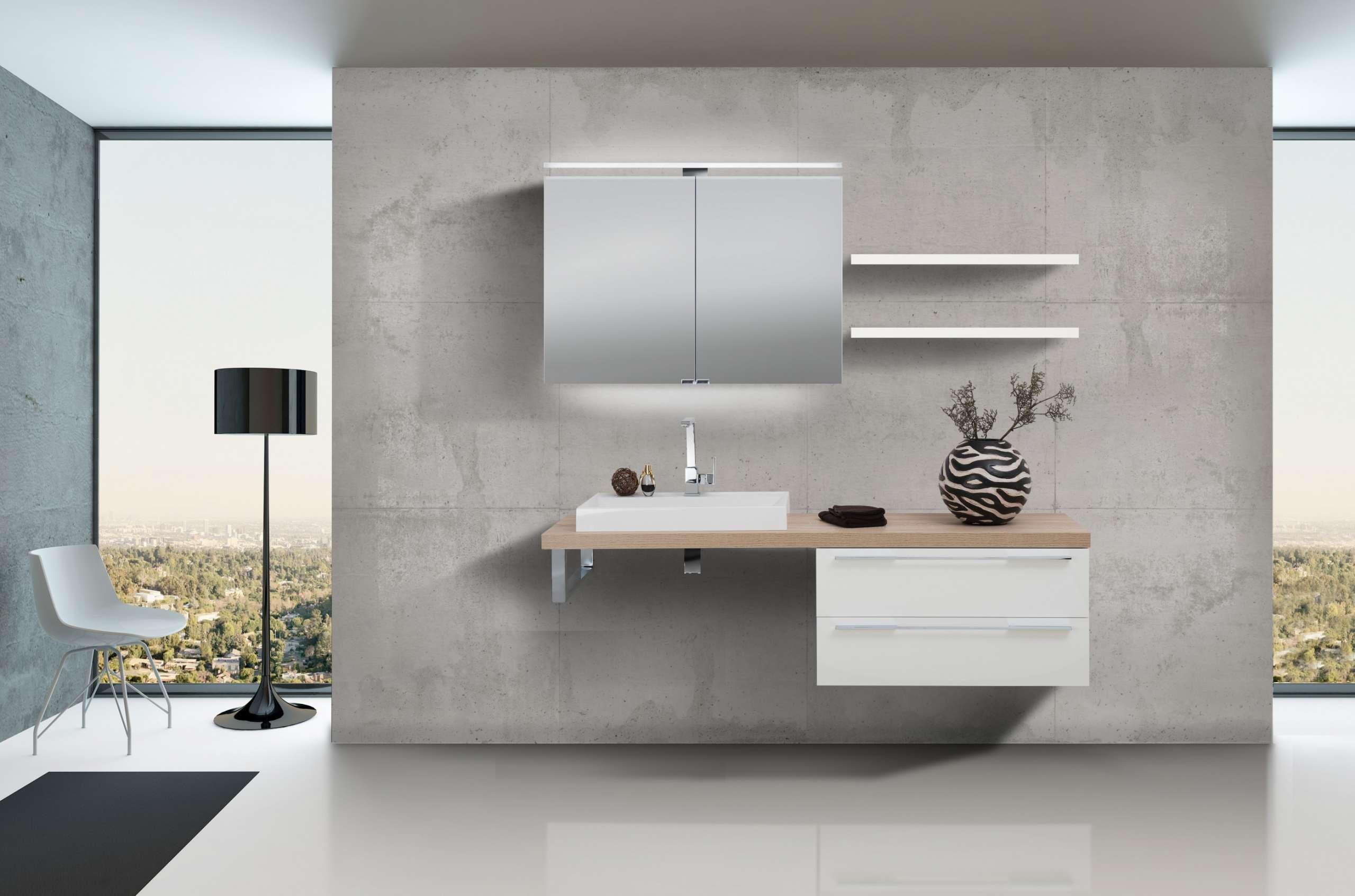 Design Badezimmerset mit Waschbecken, Spiegelschrank und Wandboards ...